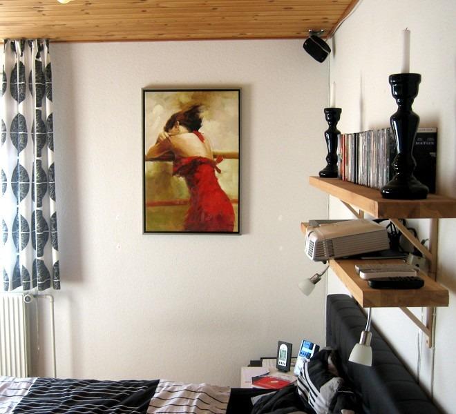 Billigt maleri hængende på væggen